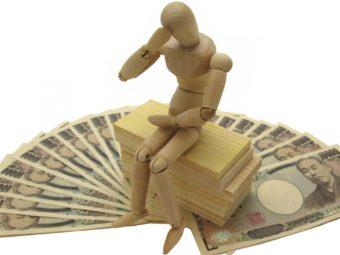 お金に悩む人形